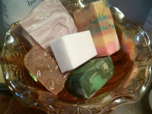 Of these, two are my soaps: the white one (see how white it is??) and the brown one (Honey and Oatmeal) to the left of it. The rest are soaps I've purchased.
